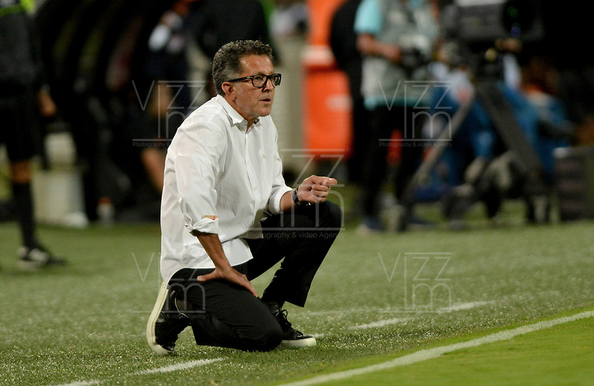 MEDELLIN - COLOMBIA, 26-01-2020: Juan Carlos Osorio técnico del Nacional gesticula durante partido por la fecha 1 de la Liga BetPlay DIMAYOR I 2020 entre Atlético Nacional y Deportivo Pereira jugado en el estadio Atanasio Girardot de la ciudad de Medellín. / Juan Carlos Osorio coach of Pereira Nacional gestures during match for the date 1 as part of BetPlay DIMAYOR League I 2020 between Atletico Nacional and Deportivo Pereira played at Atanasio Girardot stadium in Medellín city. Photo: VizzorImage / Leon Monsalve / Cont