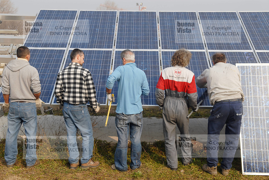 - assembling of a photovoltaic power station in northern Italy.<br /> <br /> - montaggio di una centrale fotovoltaica in nord Italia
