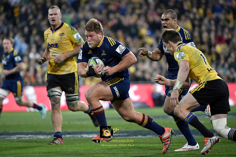 Ross Geldenhuys in action during the Super Rugby Final - Hurricanes v Highlanders at Westpac Stadium, Wellington, New Zealand on Saturday 4 July 2015.<br /> Photo by Masanori Udagawa. <br /> www.photowellington.photoshelter.com.