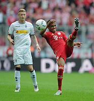 FUSSBALL   1. BUNDESLIGA  SAISON 2011/2012   1. Spieltag   07.08.2011 FC Bayern Muenchen - Borussia Moenchengladbach         Luiz Gustavo (re, FC Bayern Muenchen) gegen Marco Reus (Borussia Moenchengladbach)