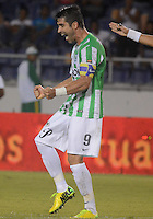 BARRANQUIILLA -COLOMBIA-30-05-2013. Juan Pablo Angel jugador de Atlético Nacional celebra un gol anotado a Uniautonoma durante partido por la fecha 10 de la Liga Postobón II 2014 jugado en el estadio Metropolitano de la ciudad de Barranquilla./Juan Pablo Angel player of Atletico Nacional celebrates a goal scored to Uniautonoma during match valid for the 10th date of the Postobon League II 2014 played at Metropolitano stadium in Barranquilla city.  Photo: VizzorImage/Alfonso Cervantes/STR