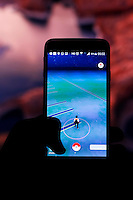 MACEIÓ, AL, 21.07.2016 - POKEMON-LANCAMENTO - Lançamento do Pokemon GO é adiado no Brasil, a estreia estava marcada para esta madrugada, porém o lancamento se torna incerto, pois há preocupação com o servidores que não possam suportar a demanda de jogadores, em Maceió, nesta madrugada de, quinta-feira, 21. (Foto: Alisson Frazão/Brazil Photo Press)