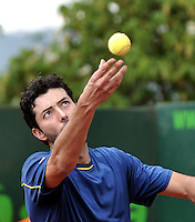 BOGOTA - COLOMBIA -05 -11-2013: Carlos Salamanca, tenista colombiano se prepara para servir durante partido de la primera ronda del Seguros Bolivar Open en el Club Campestre el Rancho de la ciudad de Bogota. / Carlos Salamanca Colombian tennis player prepares to serve during a match for the first round of the Seguros Bolivar Open in the Club Campestre El Rancho in Bogota city.Photo: VizzorImage  / Luis Ramirez / Staff.