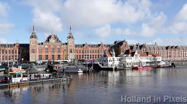 Nederland Amsterdam - 2019. Amsterdam Centraal Station. Foto Berlinda van Dam / Hollandse Hoogte.