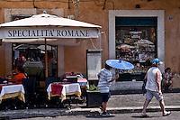 Roma, 22 Luglio 2015<br /> Ristorante in piazza Navona con ventilatori e nebulizzatori d'acqua per rinfrescare i clienti e  pedoni. Continua l'ondata di caldo con temperature che superano i 40 gradi.<br /> Rome, July 22, 2015<br /> Restaurant in Piazza Navona with fans and water fog to cool customers and pedestrians. Continue the heat wave with temperatures exceeding 40 degrees.