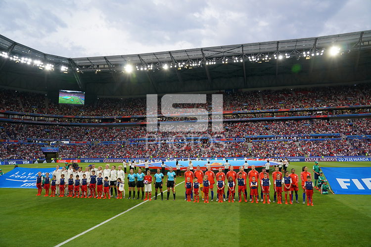 DECINES-CHARPIEU, FRANCE - JULY 02: Starting line up's of the national teams of USA and England during a 2019 FIFA Women's World Cup France Semi-Final match between England and the United States at Groupama Stadium on July 02, 2019 in Decines-Charpieu, France.