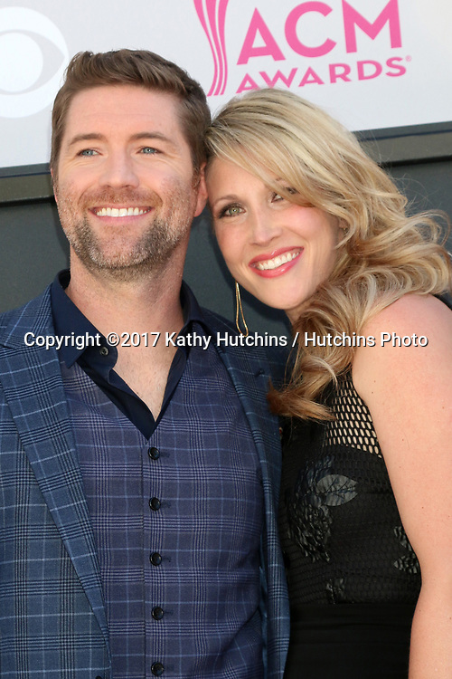 LAS VEGAS - APR 2:  Josh Turner, Jennifer Ford at the Academy of Country Music Awards 2017 at T-Mobile Arena on April 2, 2017 in Las Vegas, NV