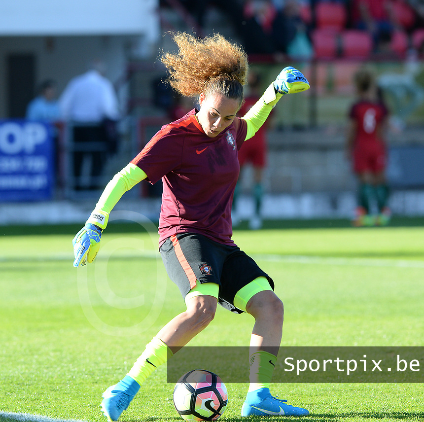 20171024 - PENAFIEL , PORTUGAL :  Portugese Patricia Morais  pictured during warming up of a women's soccer game between Portugal and the Belgian Red Flames , on tuesday 24 October 2017 at Estádio Municipal 25 de Abril in Penafiel. This is the third game for the  Red Flames during the Worldcup 2019 France qualification in group 6. PHOTO SPORTPIX.BE | DAVID CATRY