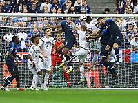 Mats Hummels (Deutschland Germany) klärt gegen Olivier Giroud (Frankreich, France)- 16.10.2018: Frankreich vs. Deutschland, 4. Spieltag UEFA Nations League, Stade de France, DISCLAIMER: DFB regulations prohibit any use of photographs as image sequences and/or quasi-video.