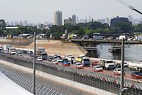 SÃO PAULO, SP, 13 DE MARÇO DE 2010 - TREINOS SÃO PAULO INDY 300 - Na manhã de hoje treinos para a corrida São Paulo Indy 300, etapa de abertura da temporada 2010 da IZOD IndyCar Series. Na foto Marginal com trânsito pesada. A corrida acontece amanhã, nas ruas de São Paulo, passando pelo Sambódromo e Marginal do Tietê. (FOTO: WILLIAM VOLCOV / NEWS FREE).