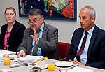 Bruessel - Belgien, 10. Mai 2012; .Parlamentarisches Fruehstueck 'Twinning Excellence' im Europaeischen Parlament mit u.a. Prof. Dr. Peter GRUSS, (re) Praesident der Max-Planck-Gesellschaft; MdEP Herbert REUL, (mi)(CDU - EVP) Mitglied im ITRE, EP-Ausschuss Industrie, Forschung und Energie; Silke HAAS (li);  Photo: © HorstWagner.eu