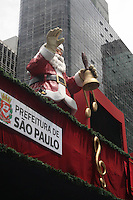 SAO PAULO, SP, 11.12.2014 – DECORACAO NATALINA: Decoração Natalina na Avenida Paulista, na manhã desta quinta-feira (11). (Foto: Marcos Moraes / Brazil Photo Press).