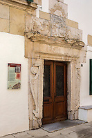 France, Aquitaine, Pyrénées-Atlantiques, Pays Basque, Bidache:  Porte de la Maison Missabe , ancienne synagogue de Bidache    //  France, Pyrenees Atlantiques, Basque Country, Maison Missabe   door