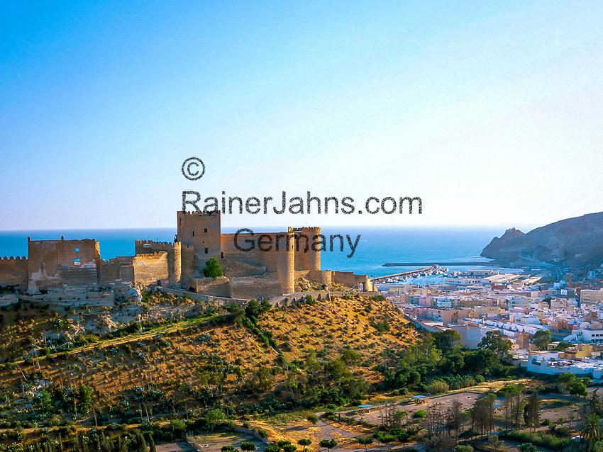 Spanien, Andalusien, Provinz Almeria, Almeria: Hafenstadt an der Costa de Almeria mit der maurischen Festung Alcazaba | Spain, Andalusia, Almeria Province, Almeria: port at Costa de Almeria with Moorish castle - The Alcazaba of Almería