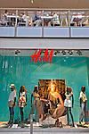 Vitrine de loja em shopping center. Berlin. Alemanha. 2011. Foto de Juca Martins.