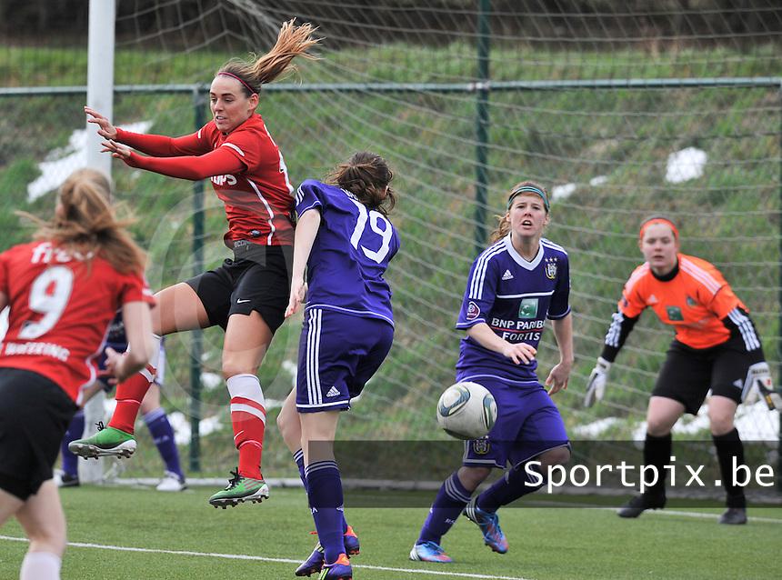 RSC Anderlecht Dames - PSV / FC Eindhoven : Marjolein van de Bighelaar in duel met haar verdediger.foto David Catry / Vrouwenteam.be