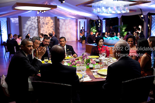 United States President Barack Obama and First Lady Michelle Obama host a dinner for leaders during the APEC Summit in Honolulu, Hawaii, Saturday, November 12, 2011. .Mandatory Credit: Pete Souza - White House via CNP