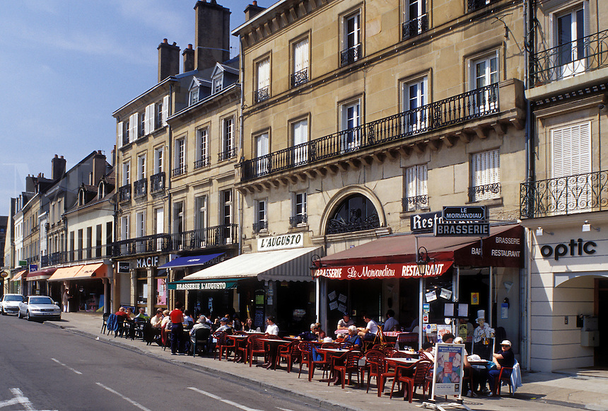 café, Autun, France, Burgundy, Saone-et-Loire, Bourgogne, Europe, wine region, Outdoor cafés along the street in downtown Autun.