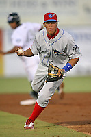 April 10th 2009: Second baseman Fidel Hernandez (4) of the Clearwater Threshers, Florida State League Class-A affiliate of the Philadelphia Phillies, during a game at Dunedin Stadium in Dunedin, FL.  Photo by:  Mike Janes/Four Seam Images