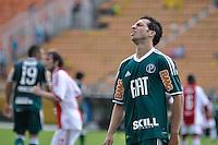 SÃO PAULO, SP, 14 DE JANEIRO DE 2012 - AMISTOSO INTERNACIONAL - PALMEIRAS X AJAX (HOL) - Cicinho (d) durante partida amistosa entre Palmeiras x Ajax (Hol) realizada no Estádio do Pacaembú. FOTO: LEVI BIANCO - NEWS FREE