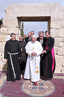 Pope Benedict XVI waves as he prays near a modern sculpture of Moses' staff at the Memorial of Moses Monastery at Mount Nebo 09/05/2009