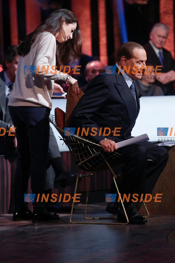 Silvio Berlusconi's assistant Licia Ronzulli fixes his pillow<br /> L'assistente di Silvio Berlusconi, Licia Ronzulli gli sistema il cuscino<br /> Roma 12/01/2018. Trasmissione tv Rai 'Kronos'.<br /> Rome January 12th 2018. Silvio Berlusconi appears as a guest on the talk show 'Kronos' in Rome<br /> Foto Samantha Zucchi Insidefoto
