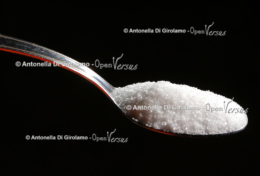 Cucchiaino di zucchero. Teaspoon of sugar...