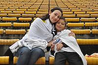 SÃO PAULO, SP, 13 DE MAIO DE 2012 - FINAL DO CAMPEONATO PAULISTA - SANTOS x GUARANI: Torcida aguarda o inicio da partida Santos x Guarani, segunda partida da final do Campeonato Paulista no Estádio do Morumbi. FOTO: LEVI BIANCO - BRAZIL PHOTO PRESS