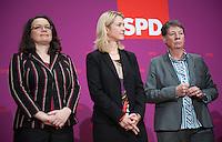 Berlin, die zuk&uuml;nftigen Ministerinnen der SPD in der Gro&szlig;en Koalition Andrea Nahles (v.l.), Manuela Schwesig und Barbara Hendricks am Sonntag (15.12.13) im Willy-Brandt-Haus bei einer Pressekonferenz zur Vorstellung der zuk&uuml;nftigen Bundesminister der SPD in der Gro&szlig;en Koalition.<br /> Foto: Steffi Loos/CommonLens