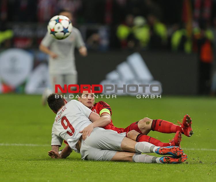 25.02.2015, Bay-Arena, Leverkusen, Championsleague, Bayer 04 Leverkusen vs. Atletico Madrid<br /> MARIO MANDZUKIC (Madrid), Lars Bender (Leverkusen)<br /> Foto &copy; nordphoto /  Bratic