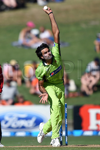 03.02.2015. Napier, New Zealand.  Mohammad Irfan bowling. ANZ One Day International Cricket Series. Match 2 between New Zealand Black Caps and Pakistan at McLean Park in Napier, New Zealand.
