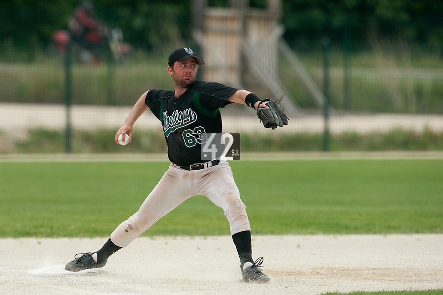 22 May 2009: Sebastien Rouchon of Montigny throws the ball to first base during the 2009 challenge de France, a tournament with the best French baseball teams - all eight elite league clubs - to determine a spot in the European Cup next year, at Montpellier, France.