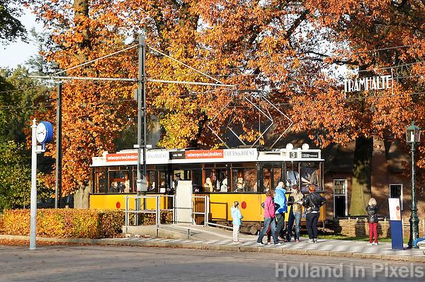 Nederland Arnhem 2015.  Een oude Rotterdamse tram in het Nederlands Openluchtmuseum.  Foto Berlinda van Dam / Nederlandse Hoogte