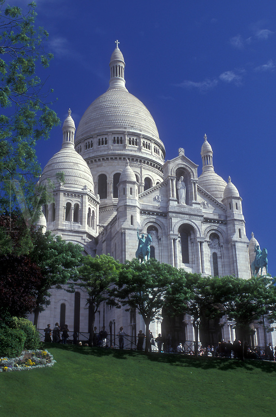 AJ0780, Paris, France, Sacre Coeur, Europe, Montmartre, The elaborate 19th-century Basilique du Sacre Coeur stands majestically on the hill of Montmartre in Paris.