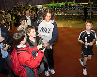 16-2-08, Netherlands, Rotterdam, ABNAMROWTT, Nadal  deelt handtekeningen uit