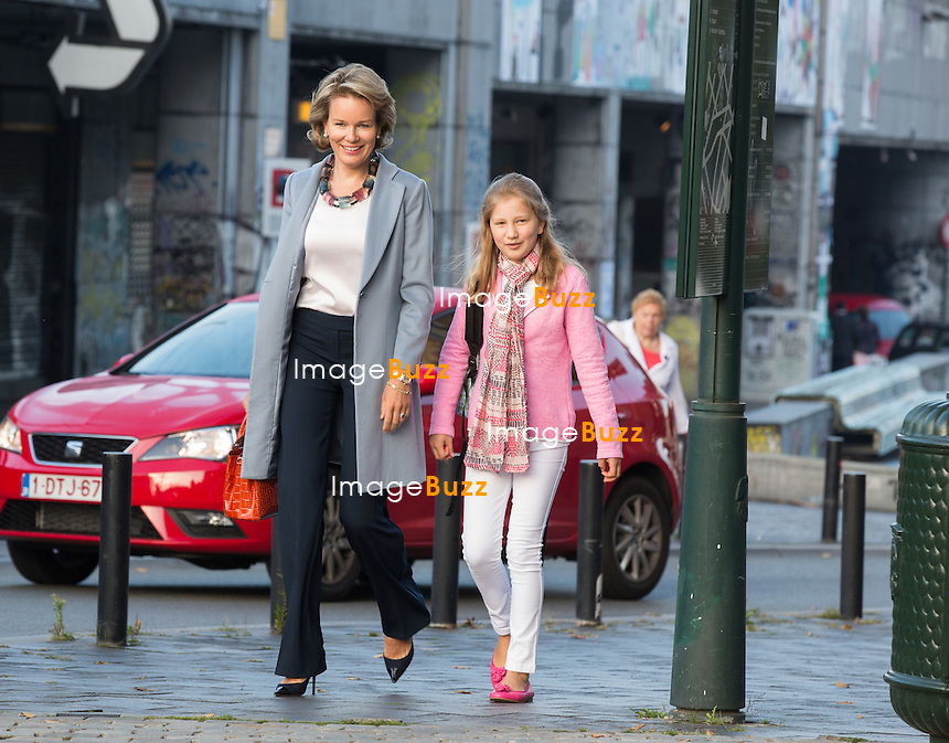 La Reine Mathilde de Belgique accompagne la Princesse Elisabeth de Belgique pour la rentr&eacute;e des classes, au coll&egrave;ge Sint-Jan-Berchmans, &agrave; Bruxelles.<br /> Belgique, Bruxelles, 1er septembre 2014.<br /> Queen Mathilde of Belgium  and Crown Princess Elisabeth are pictured arriving for the first day of school at the Sint-Jan-Berchmans college in Brussels.<br /> Belgium, Brussels, 1st September 2014.