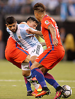 NEW JERSEY - UNITED STATES, 26-06-2016: Ever Banega (Izq) jugador de Argentina (ARG) disputa el balón con Charles Aranguiz y Arturo Vidal (Der) jugador de Chile (CHI) durante partido por la final de la Copa América Centenario USA 2016 jugado en el estadio Metlife en New Jersey, NJ, USA. /  Ever Banega  (L) player of Argentina (ARG) fights the ball with  Charles Aranguiz and Arturo Vidal (R) player of Chile (CHI) during match for the final of the Copa América Centenario USA 2016 played at Metlife stadium in New Jersey, NJ, USA. Photo: VizzorImage/ Luis Alvarez /Str