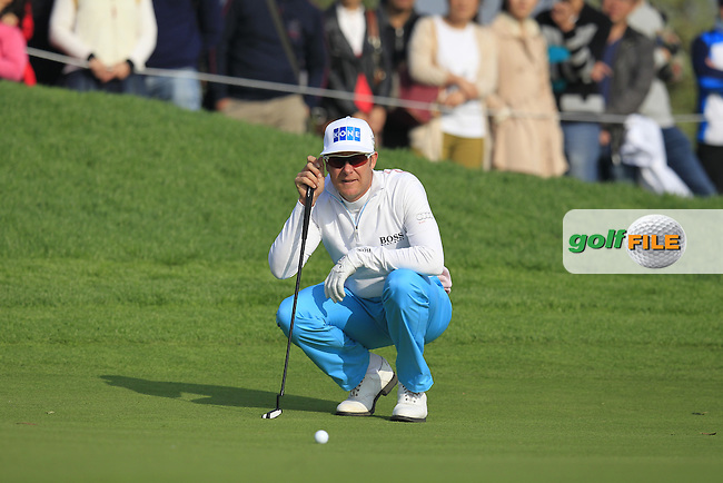 Mikko Ilonen (FIN) lines up his putt on the 16th green during Sunday's Final Round of the 2014 BMW Masters held at Lake Malaren, Shanghai, China. 2nd November 2014.<br /> Picture: Eoin Clarke www.golffile.ie