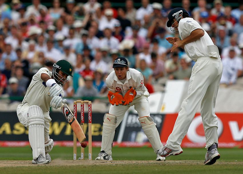 Photo: Glyn Thomas..England v Pakistan. npower Test Match Series. 29/07/2006..Pakistan's Younis Khan (L) hits out as Geraint Jones (C) looks on and Alastair Cook takes evasive action.