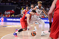 Real Madrid's Jeffery Taylor and CSKA Moscow Nando de Colo during Turkish Airlines Euroleague match between Real Madrid and CSKA Moscow at Wizink Center in Madrid, Spain. January 06, 2017. (ALTERPHOTOS/BorjaB.Hojas)