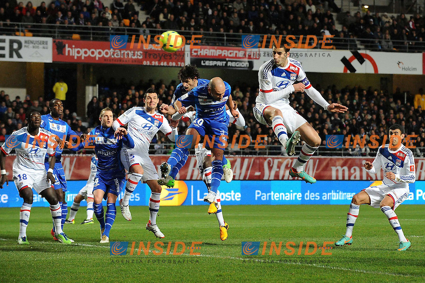 Benjamin Nivet (Troyes).Maxime Gonalons (Lyon) but .Football Calcio 2012/2013.Ligue 1 Francia.Foto Panoramic / Insidefoto .ITALY ONLY