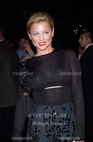 Actress JESSICA CAPSHAW at the Hollywood premiere of her new movie Valentine..01FEB2001.  © Paul Smith/Featureflash