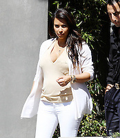 Kim Kardashian ( pregnant ) visits houses in Los Angeles