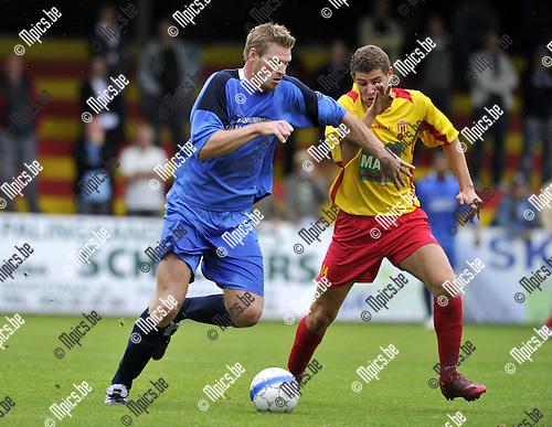 2010-08-25 / Voetbal / seizoen 2010-2011 / Bornem - Kapellen / Wesley Geuens (L, Kapellen) met Stabel..Foto: Mpics