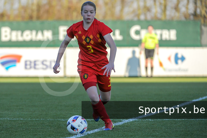 20191204 - TUBEKE , BELGIUM : Belgian (3) Emely Schapdryver pictured during the international friendly female soccer game between the Belgian Flames U15 and Germany , Wednesday 4 th December 2019 at the Belgian Football Centre, Tubeke / Tubize , Belgium. PHOTO SPORTPIX.BE   STIJN AUDOOREN