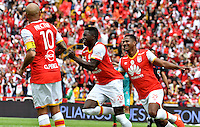 BOGOTA - COLOMBIA - 26-02-2017: Los jugadores de Independiente Santa Fe , celebran el gol anotado a Cortulua, durante partido por la fecha 6 entre Independiente Santa Fe y Cortulua, de la Liga Aguila I-2017, en el estadio Nemesio Camacho El Campin de la ciudad de Bogota. / The players of Cortulua, celebrate a goal scoring to Independiente Santa Fe during a match of the date 6 between Independiente Santa Fe and Cortulua, for the Liga Aguila I -2017 at the Nemesio Camacho El Campin Stadium in Bogota city, Photo: VizzorImage / Luis Ramirez / Staff.