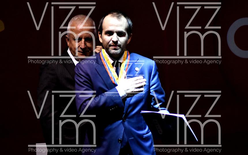 BOGOTÁ - COLOMBIA, 11-12-2018: Ernesto Lucena, Director de Coldeportes recibe la Orden Olímpica en el grado de Medalla Dorada, por la conmemoración de los 50 años del ente rector del deporte en Colombia, durante ceremonia de premiación del Deportista Altius del Año 2018, por el Comité Olímpico Colombiano (COC), en ceremonia realizada en el Hotel Grand Hyatt en la ciudad de Bogotá. / Ernesto Lucena, Director of Coldeportes receives the Olympic Order in the grade of Golden Medal, for the commemoration of the 50th anniversary of the governing body of sport in Colombia, during the award ceremony of the Altius Athlete of the Year 2018, by the Colombian Olympic Committee (COC) in a ceremony held at the Grand Hyatt Hotel in the city of Bogotá. Photo: VizzorImage / Luis Ramírez / Cont.