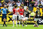 Solna 2014-07-12 Fotboll Allsvenskan AIK - Kalmar FF :  <br /> domare Michael Lerj&eacute;us p&aring; v&auml;g att ge Kalmars Emin Nouri ett r&ouml;tt kort i samband med en situation i matchen med AIK:s Nabil Bahoui <br /> (Foto: Kenta J&ouml;nsson) Nyckelord:  AIK Gnaget Friends Arena Kalmar KFF domare referee ref utvisning r&ouml;tt kort slagsm&aring;l br&aring;k fight fajt gruff