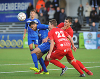 FC GULLEGEM - FC RUPEL BOOM :<br /> Jason Adesanya (L) in de clinch met Jens Decoster (22) en Jenci Dejonghe (R)<br /> <br /> Foto VDB / Bart Vandenbroucke