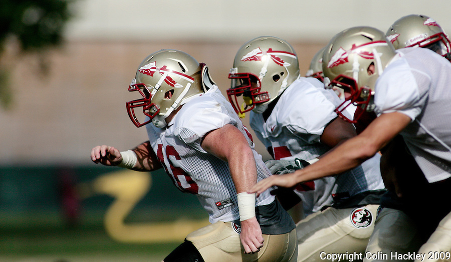 TALLAHASSEE, FL. 8/18/09-FSU-ZANN 0818 CH01-Florida State linebacker Vincent Zann, left, leads the charge during kicking drills, Tuesday in Tallahassee...COLIN HACKLEY PHOTO
